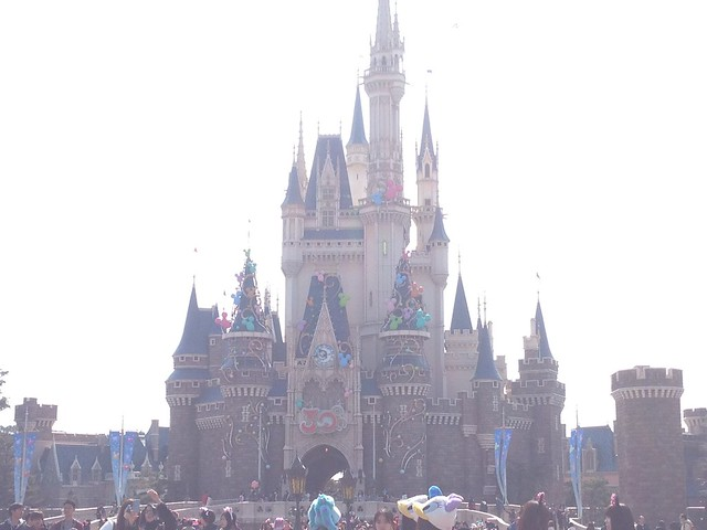 シンデレラ城もハピネス仕様!!ハピネスの力で、デコレーショ。|東京ディズニーランド