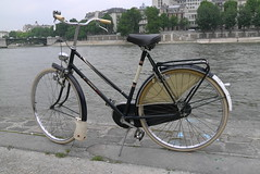 gazelle invicta de luxe 1963 (dutchstraat) Tags: paris bike bicycle vintage cycling oldtimer gazelle invicta fietsen fiets 1963 omafiets dutchbike velovintage