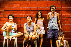 Afternoon Street Shot, Manila (eric_hevesy) Tags: street old family red portrait people canon photography photo philippines young smiles friendly filipino capture manilla 60d
