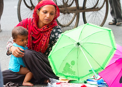 Street vendor, New Delhi, India (BDphoto1) Tags: india indian woman child family newdelhi ethnic cultural poverty selling vendor people horizontal color photograph streetphotography