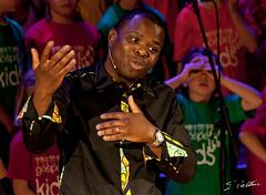 Les jumelles du conte (Emmanuel Cattier -) Tags: france choir strasbourg vocals gospel chor chant chorale gesang gospelkids ef75300mmf456usm 1000d canon1000d