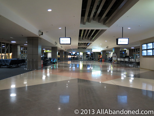 Wide terminal corridor