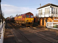Class 66 (66199) passing Holywood Signal Box, Dumfries & Galloway, Scotland (penlea1954) Tags: uk scotland diesel box gates 66 class line level valley signal crossings dumfries galloway holywood manually operated nith gsw tsbg dumfriesshire signalman nithsdale 66199