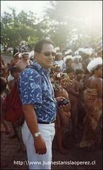 Pedro Edmunds, Alcalde de Rapa Núi, un líder comprometido verdaderamente con su comunidad y su cultura. Aquí dirigiendo una actividad de la Tapati Rapa Núi Miércoles 20 de febrero 2002.