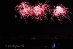 Amor a la luz de los fuegos (Carmen T. Chaguaceda) Tags: luces huelva fiestas nocturna fuegosartificiales sentimiento largaexposicin colombinas