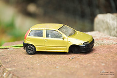 Schrottauto (Spinnerelschen) Tags: auto spielzeug kinderspielzeug drausen schrottauto nikond3100 vergang