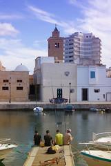 Bizerta (elyes djazz) Tags: sea colors boats tunisia cab sony printemps a330 ville peche tunisie vieuxport bizerte barques djazz elyes bizerta peupletunisien jazirielyes