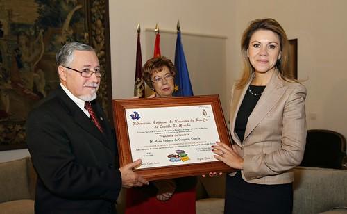 Cospedal recibe placa de la Federación de Donantes de Sangre de Castilla-La Mancha