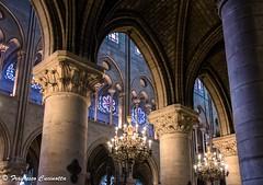 Notre Dame de Paris (Francesco Cucinotta) Tags: paris france frankreich kathedrale notredame cathdrale francia luce interno intrieur parigi cattedrale lampadario lampadari