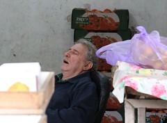 Anglų lietuvių žodynas. Žodis sleep reiškia 1. n miegas; deep/ profound sleep gilus miegas; sound sleep kietas miegas; to go to sleep užmigti; 2. v (slept) miegoti, užmigti; to sleep away pramiegoti; to sleep off išsimiegoti; to sleep on/over/upon atidėti iki rytojaus; to sleep the clock round išmi lietuviškai.