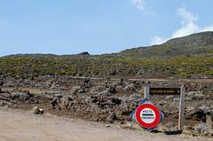 Route du Volcan (coincoinnnn) Tags: volcan réunion gendarmerie montagne soleil éruption piton de la fournaise police panneau ciel