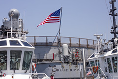 Blue Ridge Flag between the Tug Boats (rokclmb) Tags: blue japan boat ship flag navy ridge tugboat tug seventh fleet 7th usnavy base blueridge yokosuka usflag 7thfleet yokosukajapan seventhfleet cfay yokosukanavybase cnfj rokclmb jessederiksen