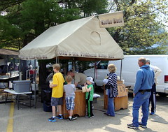 Otto's Old Fashioned Kettle Korn Stand. (dccradio) Tags: travel trees vacation food tree tourism festival wisconsin eat snack popcorn greenery wi wisconsindells carshow oldfashioned foodstand kettlecorn ottos kettlekorn communityevent fairfood lakedelton automotion concessionsstand foodconcessions
