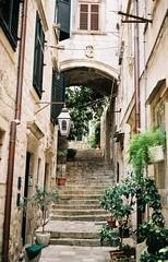 Dubrovnik Narrow Street (Song-to-the-Siren) Tags: stone 35mm steps croatia 35mmfilm analogue dubrovnik adriatic narrowstreet passageway leicaminilux fujifilm100 fujifilmreala100 2013