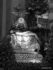 Virgen de las Angustias (Landahlauts) Tags: floral andaluca faith religion andalucia septiembre granada fe andalusia andalusien virgen imagen mariana procesion andalousie ofrenda andalusie andaluz catolicismo cristianismo andaluzia adoracion  creencia setiembre virgendelasangustias idolatria  catedraldegranada andaluzja imagineria andaluzio    advocacion                andalouzia andalusiya     fujifilmxpro1