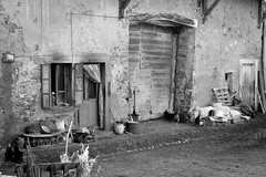 Ferme du passé (joménager) Tags: chablais d300s ferme hautesavoie nikon nikonpassion noiretblanc vieillespierres