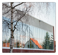 Neptunschwimmhalle (georgsfoto) Tags: digital architektur cropped farbe farbig rostock bunt heimat birke schwimmhalle nikond700 aisnikkor852