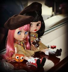 Minnie Sharing her ice cream with Sallie