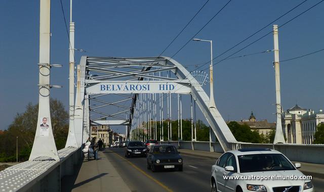Cruzando el puente Belvarosi