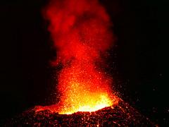 volcan02-1 (loïcabadie) Tags: eruption pitondelafournaise laréunion réunion volcan lave