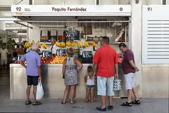 Famille-aux-légumes-Andalousie-2015.jpg (avenelchristophe) Tags: streetphoto cadix market andalousie street people voyage city outdoor urban outdoors espagne marché