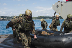 170312-N-ZL062-261 (U.S. Pacific Fleet) Tags: ussgb greenbay ussgreenbay lpd20 japan sasebo bhr esg ctf76 forwarddeployed us7thfleet pacific navy sailors vmm262 31stmeu nbu7 marines bonhommerichard patrol okinawa jpn