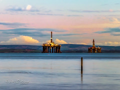 Leven_beach (1)-Edit (dezurban) Tags: fife forth oil rig sunset