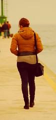 women (Salvatore F.) Tags: women bellegambe gambe latob jeans leggins donna mare molo passeggiata