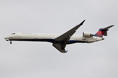 Delta Connection (SkyWest Airlines) Bombardier CRJ-900LR N821SK (jbp274) Tags: airport airplanes oo crj bombardier sna skywest johnwayneairport deltaconnection ksna