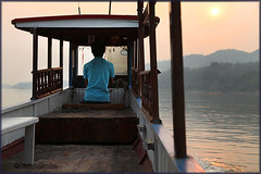 Sailing towards sunset_2814 (Dutch Simba) Tags: trip travel river buddhism caves laos mekong luangprabang excursion travelphotography pakou banpakou tamting