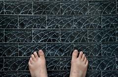 Ospiti (Colombaie) Tags: roma texture casa io uomo autoritratto amici lavori bagno piedi diverso pavimento scalzo nudi pittura pigneto mattonelle ironia ospite ospiti