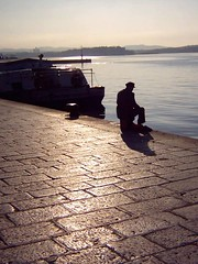 Starac i more | Alone