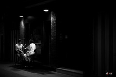 Dos luces - p365jvr - 16 de septiembre de 2013. 259/365 (Javier Vegas (Alias El Vegas)) Tags: vegas luz bar club nikon streetphotography bn septiembre 09 16 sept copas palencia d90 callemayor 2013 p365jvr ancientmayorstreet callemayorantigua