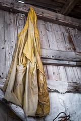 Olderdalen (qitsuk) Tags: yellow norway coat norwegen arctic jacket shack scandinavia raincoat troms rainjacket kåfjord olderdalen