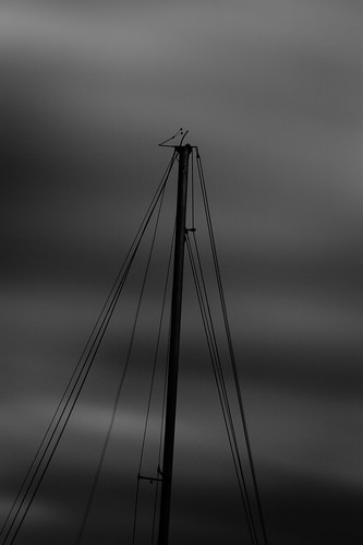 bw portugal monochrome night blackwhite nightshot yacht 300mm telephoto setúbal mast alcochete hortas veleiro mastro tonecurve overcasted mainmast ef300mmf4 canoneos5dmarkiii 5d3 lightroom5 ilobsterit portodashortas