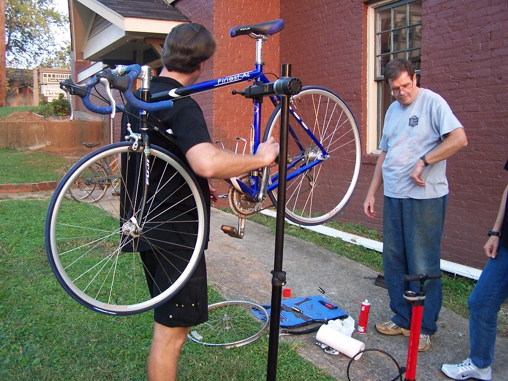 Hub Cycle Workshop 100506 003