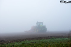L_KNP5183 (Rodney Wetton) Tags: mist tractor misty lincolnshire daffodil johndeere sowing mistymorning lincolnshirewolds sowingseeds edlington capnilfarm