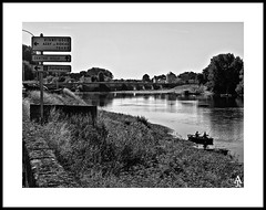 _8133079 (A. Jimnez) Tags: viaje b summer bw france alex ro river j bn verano alejandro francia vacaciones chinon trayo