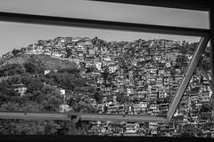 Na janela dos Prazeres (Bruno Martins Imagens) Tags: pictures santa rio brasil de photo br rj janeiro pb dos teresa fotografia favela morro prazeres caminudade