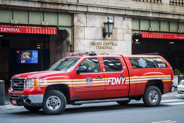 nyc newyork truck fire gm pickup sierra fdny department gmc 976 2500hd crewcab