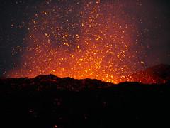 v105 (loïcabadie) Tags: eruption pitondelafournaise laréunion réunion volcan lave