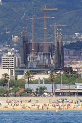 007872 - Barcelona (M.Peinado) Tags: barcelona espaa canon spain barco playa palmeras templo catalua baslica 2013 ccby lasgolondrinas provinciadebarcelona temploexpiatoriodelasagradafamilia canoneos60d barcoturstico juniode2013 16062013