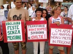 Conferenza stampa e manifestazione per chiedere la sospensione della Sagra dei Osei (Andrea Zanoni) Tags: lac fiera luglio lav sacile 2013 venatoria sagradegliosei animalistifvg