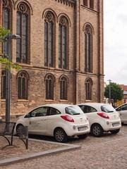 fuerstenberg_omd_6160109 (Torben*) Tags: white cars church facade geotagged parking kirche olympus autos parkplatz weiss brandenburg omd fassade fuerstenberg em5 frstenberghavel rawtherapee geo:lat=5318528494875888 geo:lon=1314460272135932
