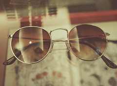 Novo amor (virginiacagliari) Tags: old love girl sunglasses fashion canon vintage glasses lomo boho