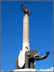 La fontaine de l'lphant (LILI 296....!!!) Tags: statue ciel colonne dfense trompe lphant sicile catane canonpowershotg12 croisiremagiquemditerrane