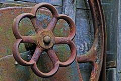 hand wheel (Leo Reynolds) Tags: canon eos rust 7d f80 iso1600 200mm 0004sec hpexif grouprustycrusty leol30random xleol30x groupwoo xxx2013xxx