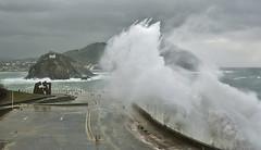 Ola gigante/ Giant wave (zubillaga61) Tags: sea mar wave sansebastian ola donostia paseonuevo