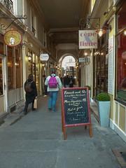 Cour du Commerce St-Andr, Paris (emmrichard) Tags: paris restaurant ruelle passage pancarte
