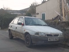 Vauxhall Astra (occama) Tags: old uk white car cornwall dirty 1995 rough 1994 reg registration astra vauxhall cornish mouldy m275baf